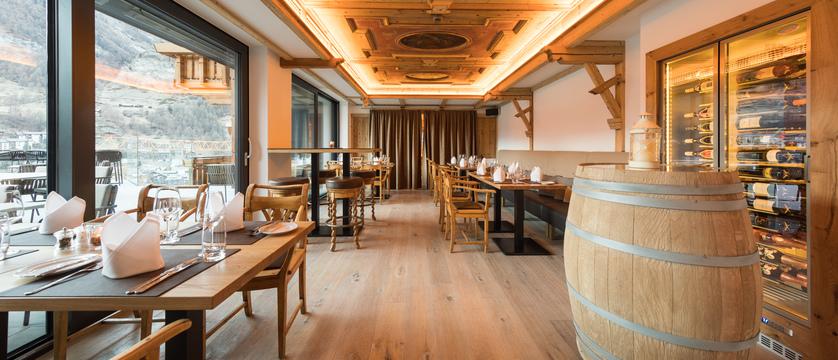 switzerland_zermatt_hotel-schonegg_restaurant.jpg